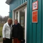 mit Anne Haertel, Leiterin der Umweltkontaktstelle, am interkulturellen Garten